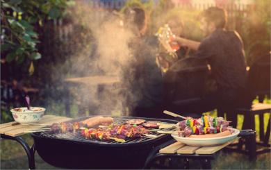 Grillfleisch und Gemüse