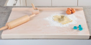 Kesper Backbrett Holz XL 75 x 52 x 4 cm mit 2 Anschlagleisten, FSC Buchenholz, Teigbrett, Nudelbrett, Buchenbrett XXL, beidseitig verwendbar