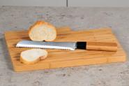 Kesper Brotschneidebrett mit Messer, Küchenbrett, Schneidbrett, aus FSC-Bambus, Maße: ca. 370 x 265 x 19 mm