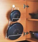 Metaltex Kiwi Topfdeckelhalter, Ständer für Deckel von Kochtopf oder Bratpfanne, montierbar an Wand oder Schrank, plastifiziert, weiß, 23 x 7 x 42 cm