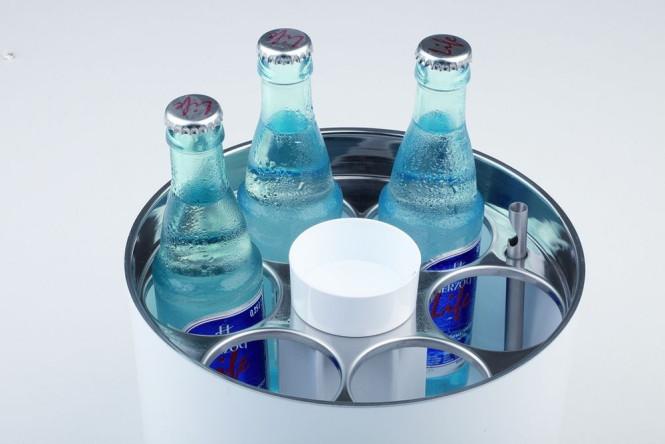 APS Konferenzkühler SIEGER DESIGN Durchmesser 23 cm, H: 15 cm, weiß Kunststoff ABS, Edelstahl inklusive Kühlakku, Kapselheber