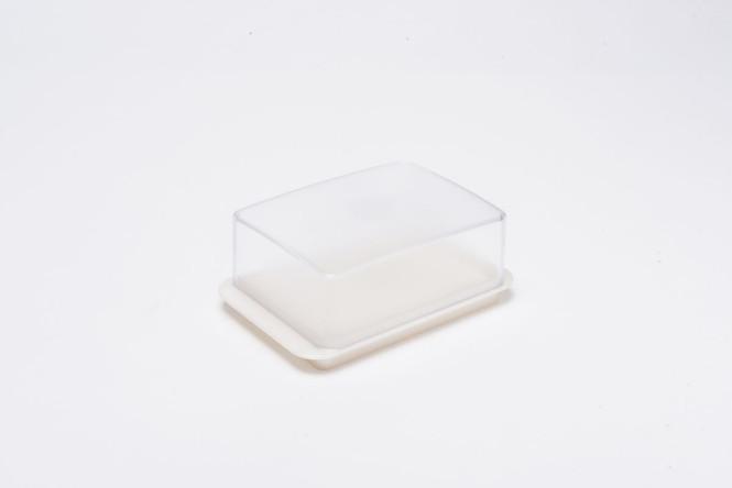 homiez Butterdose, Butterbox, Butterbehälter für normales Butterstück (250g), milchig transparenter Deckel, weißer Boden weiß