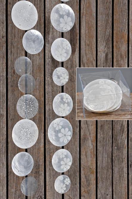 Zimmergirlande, Dekogirlande Capiz aus runden Elementen, weiß/silber, sortiert, 1 Stück, Länge ca. 180 cm Anzahl: 1 Stück